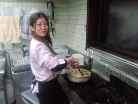 土鍋でまかないのリゾット作り中♪