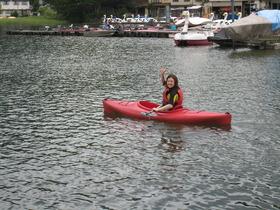 湖面を自在に移動「カヌー」
